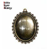 Antikolt bronz színű pöttyös szélű medálalap (30x40mm) hozzátartozó üveglencsével