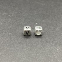 Műanyag ezüst színű v betűgyöngy (6mm)