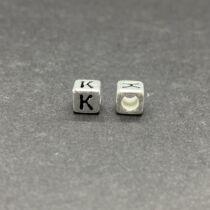 Műanyag ezüst színű k betűgyöngy (6mm)
