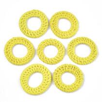 Halvány sárga kézzel készült rattan medál