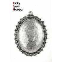 Antikolt ezüst színű pöttyös medálalap (30x40mm) hozzátartozó üveglencsével