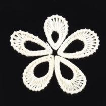 Tört fehér kézzel készült rattan medál