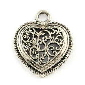 Antikolt ezüst színű áttört szív medálka/charm