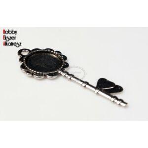 Antikolt ezüst színű kulcs alakú medál (14mm)
