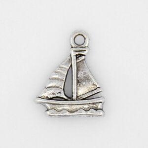Antikolt ezüst színű hajó fityegő