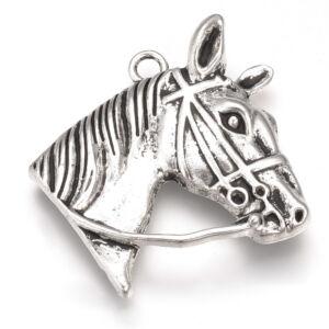 Ezüst színű lófej medál