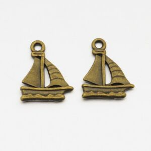 Antikolt bronz színű hajó fityegő