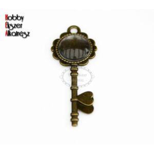 Antikolt bronz színű kulcs alakú medálalap (14mm) hozzátartozó üveglencsével