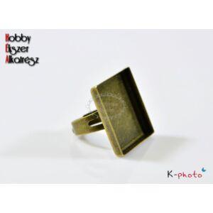 Antikolt bronz színű négyzetes gyűrűalap (25x25mm)