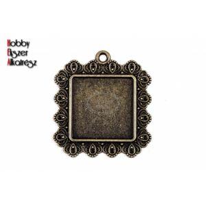Antikolt bronz díszes négyzetes medálalap (25x25mm)