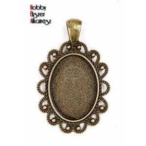 Antikolt bronz színű díszített medálalap (18x25mm)