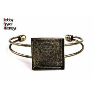 Antikolt bronz színű négyzetes karperecalap (25x25mm)