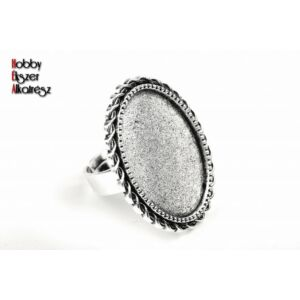 Antikolt ezüst színű csavart szélű gyűrűalap (18x25mm)