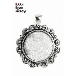 Antikolt ezüst színű díszített medálalap (25mm)