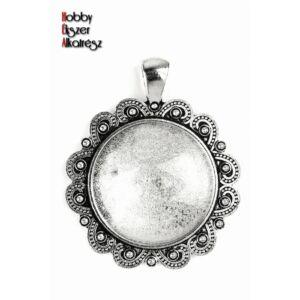 Antikolt ezüst színű díszített medálalap (25mm) hozzátartozó üveglencsével