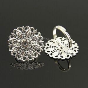 Ezüst színű virágos gyűrű