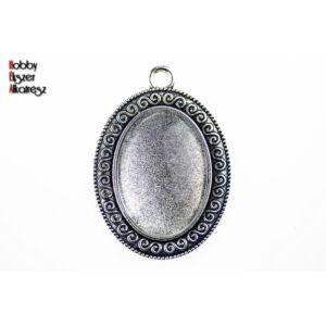 Antikolt ezüst színű csigavonallal díszített medálalap (18x25mm) hozzátartozó üveglencsével