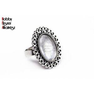 Antikolt ezüst díszített gyűrűalap (13x18mm) hozzátartozó üveglencse