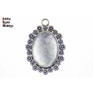 Antikolt ezüst színű virágos medálalap (18x25mm) hozzátartozó üveglencsével