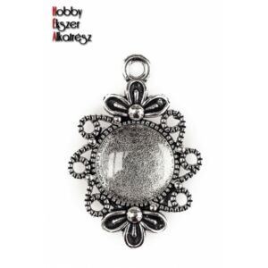 Antikolt ezüst színű virágos kicsi medálalap (12mm) hozzátartozó üveglencsével