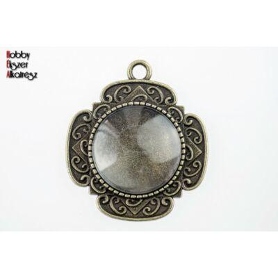 Antikolt bronz színű díszített medálalap (20mm) hozzátartozó üveglencsével