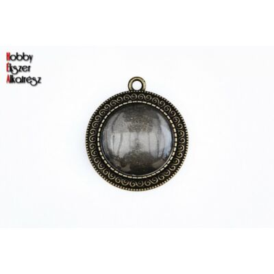 Antikolt bronz színű csigavonallal díszített medálalap (25mm) hozzátartozó üveglencsével