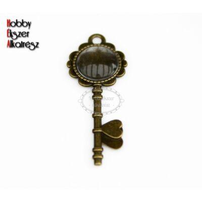 Antikolt bronz színű kulcs alakú medálalap (20mm) hozzátartozó üveglencsével