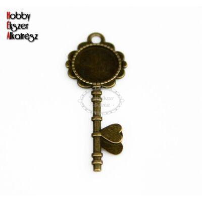 Antikolt bronz színű kulcs alakú medálalap (20mm)