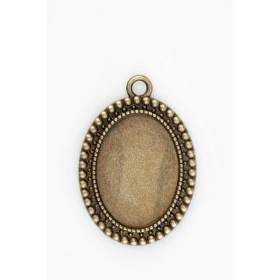 Antikolt bronz színű pöttysorral díszített medálalap (18x25mm)