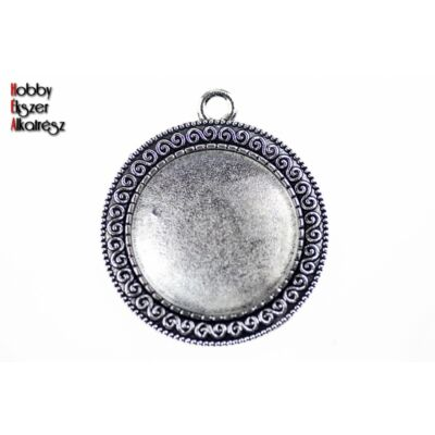 Antikolt ezüst színű csigavonallal díszített medálalap (25mm) hozzátartozó üveglencsével