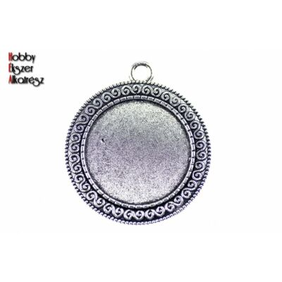 Antikolt ezüst színű csigavonallal díszített medálalap (25mm)