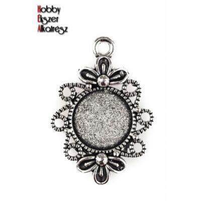 Antikolt ezüst színű virágos kicsi medálalap (12mm)