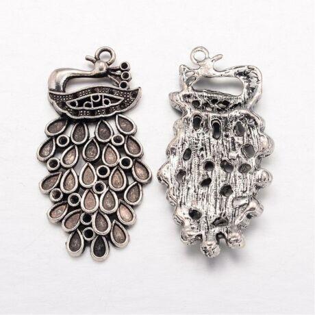 Antikolt ezüst színű páva medál