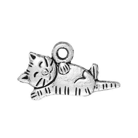 Antikolt ezüst színű fekvő cica fityegő