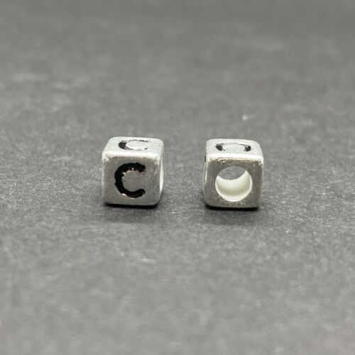 Műanyag ezüst színű c betűgyöngy (6mm)