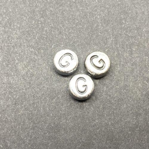 Műanyag ezüst színű kör g betűgyöngy (7mm)