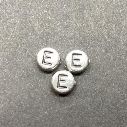 Műanyag ezüst színű kör e betűgyöngy (7mm)