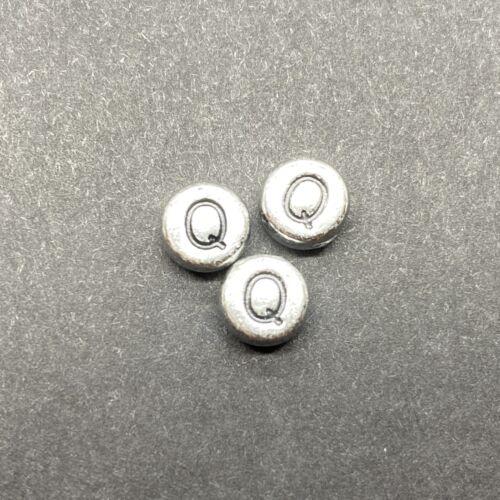 Műanyag ezüst színű kör q betűgyöngy (7mm)