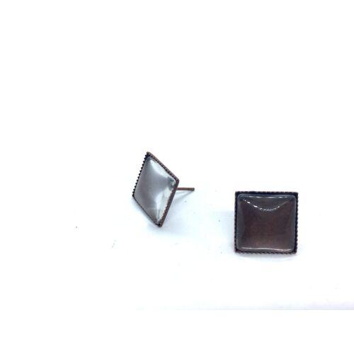 Antikolt bronz színű négyzet fülbevaló (12x12mm) hozzátartozó üveglencsével