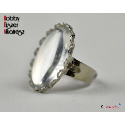 Antikolt ezüst színű csipkés gyűrűalap (18x25mm) hozzátartozó üveglencsével
