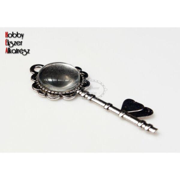 Antikolt ezüst színű kulcs alakú medál (14mm) hozzátartozó üveglencsével