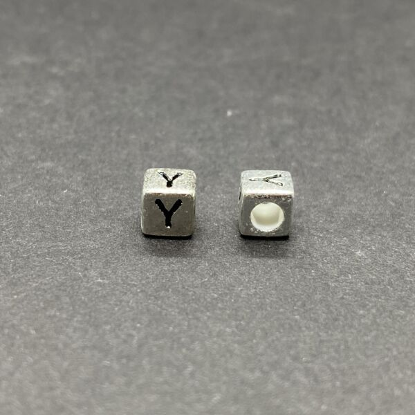 Műanyag ezüst színű y betűgyöngy (6mm)