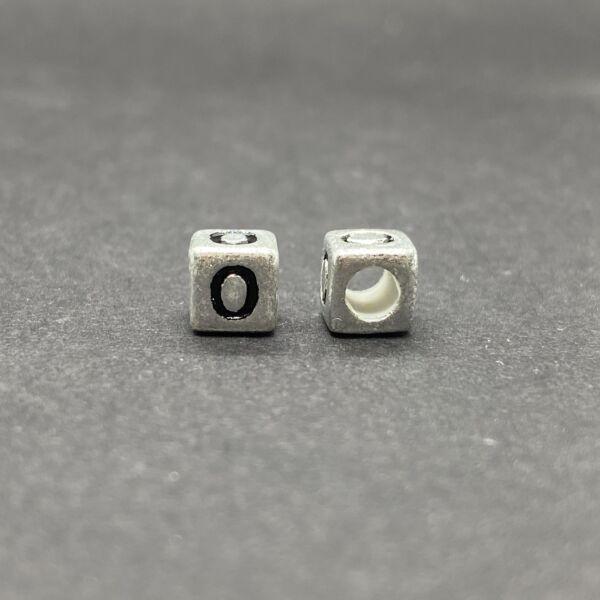 Műanyag ezüst színű o betűgyöngy (6mm)