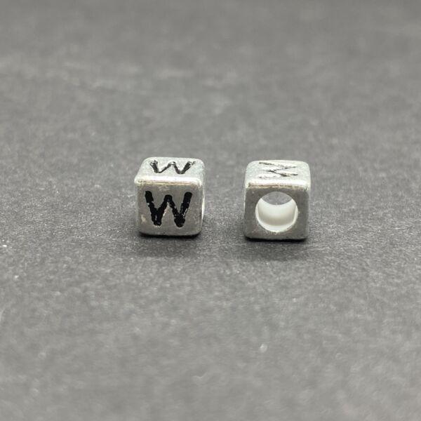 Műanyag ezüst színű w betűgyöngy (6mm)