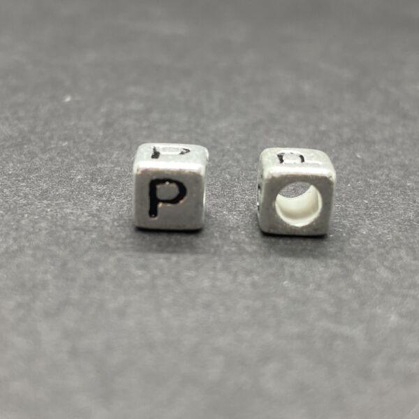Műanyag ezüst színű p betűgyöngy (6mm)