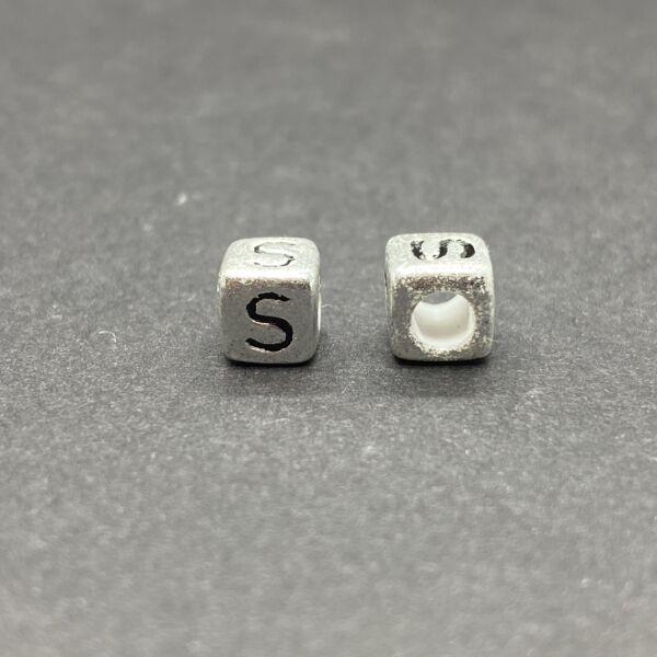 Műanyag ezüst színű s betűgyöngy (6mm)