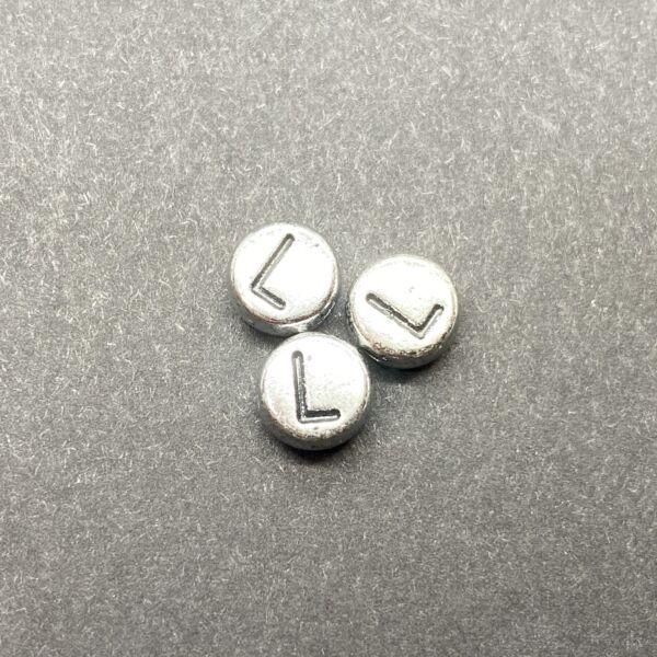 Műanyag ezüst színű kör l betűgyöngy (7mm)