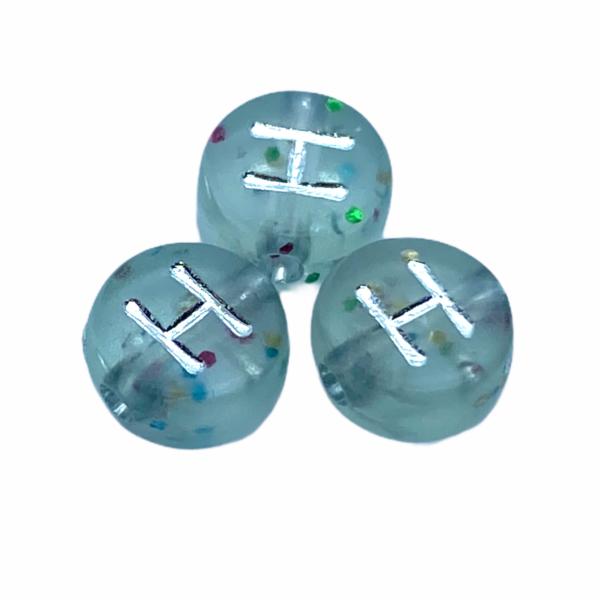 """Műanyag glitterrel díszített kör """"H"""" betűgyöngy (7mm)"""