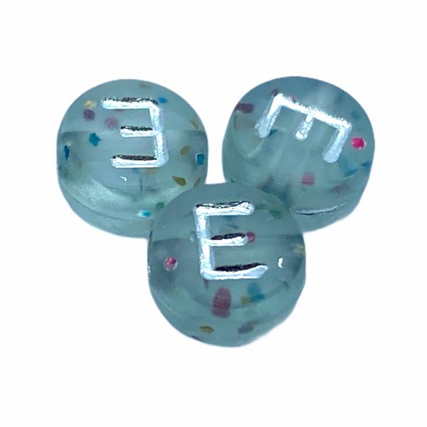 """Műanyag glitterrel díszített kör """"E"""" betűgyöngy (7mm)"""