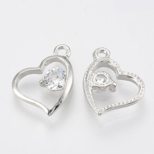 Ezüst színű szív alakú cirkónia fityegő
